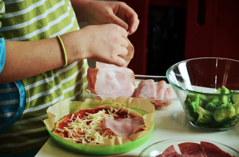 5 ways to get your kids love cooking and food