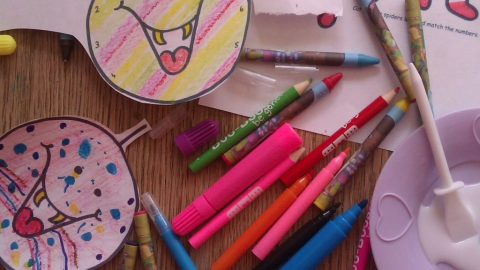 How to reuse those broken crayons!
